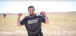 Avelino's victory: after losing weight with RECON, he did a parachute jump.
